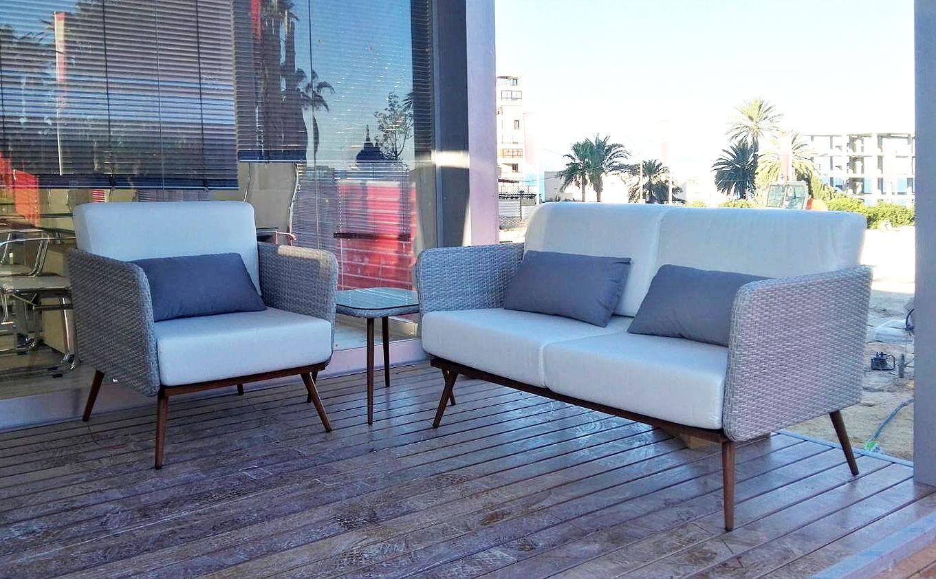 proyecto-oficox-oficina-san-juan-terraza-sofas